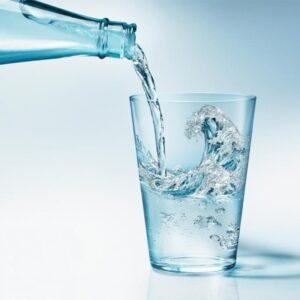 Напитки газированные и без газа, мин воды и вода питьевая.